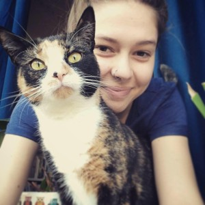 Ida Hove Solberg og katt