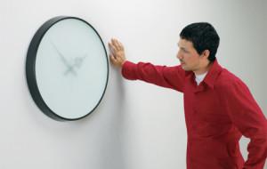 klokke på veggen